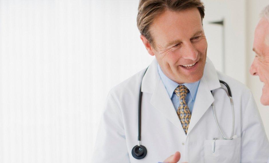 Medecin en blouse blanche
